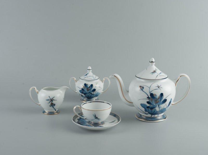 Bộ trà cao cấp Hoàng Cung Sen Vàng 1.3 L